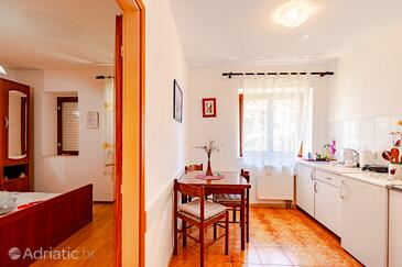 Mali Ston, Dining room in the studio-apartment, (pet friendly) and WiFi.