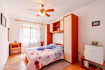 Mali Ston, Ložnice v ubytování typu room, domácí mazlíčci povoleni a WiFi.