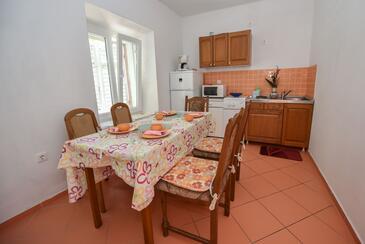 Kustići, Jídelna v ubytování typu house, domácí mazlíčci povoleni.