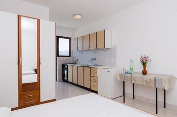 Pještata, Kuchyně v ubytování typu studio-apartment, s klimatizací, domácí mazlíčci povoleni a WiFi.