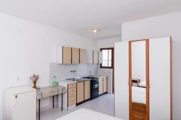 Pještata, Kuchyně v ubytování typu studio-apartment, domácí mazlíčci povoleni a WiFi.