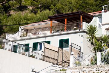 Krilo Jesenice, Omiš, Объект 14459 - Апартаменты вблизи моря с галечным пляжем.