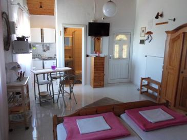 Nin, Столовая в размещении типа studio-apartment, Домашние животные допускаются и WiFi.