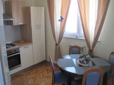 Zadar, Jedáleň v ubytovacej jednotke apartment, klimatizácia k dispozícii, domáci miláčikovia povolení a WiFi.