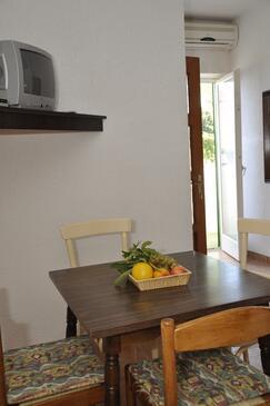Barbat, Jídelna v ubytování typu apartment, s klimatizací a WiFi.