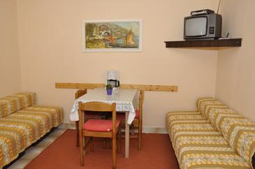 Barbat, Comedor in the apartment, air condition available y WiFi.