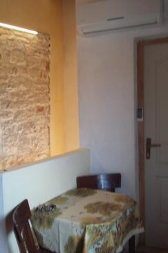 Rovinjsko Selo, Jedáleň v ubytovacej jednotke studio-apartment, domáci miláčikovia povolení a WiFi.