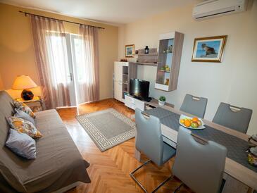 Rab, Obývací pokoj v ubytování typu apartment, s klimatizací a WiFi.