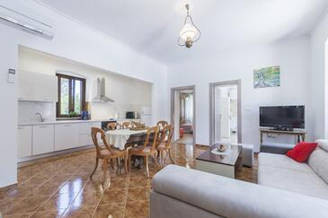 Labin, Living room in the house, air condition available and WiFi.