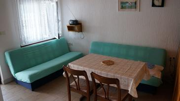 Kustići, Obývací pokoj v ubytování typu apartment, dostupna klima i WIFI.