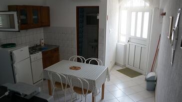 Kustići, Jídelna v ubytování typu apartment, dostupna klima i WIFI.
