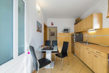 Stanići, Jedilnica v nastanitvi vrste apartment, dostopna klima in WiFi.