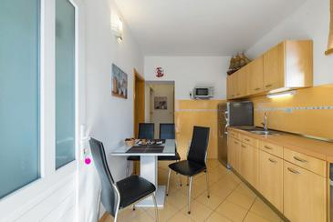 Stanići, Dining room in the apartment, air condition available and WiFi.