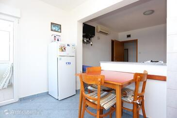Slatine, Jídelna v ubytování typu studio-apartment, WiFi.