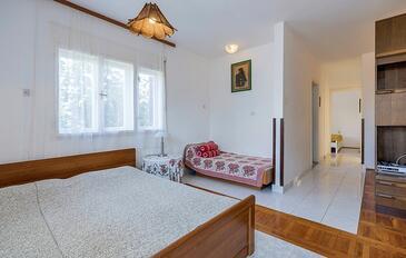 Pješčana Uvala, Obývací pokoj v ubytování typu apartment, s klimatizací, domácí mazlíčci povoleni a WiFi.