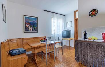 Pješčana Uvala, Jídelna v ubytování typu apartment, domácí mazlíčci povoleni a WiFi.