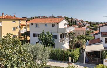 Pješčana Uvala, Pula, Hébergement 14564 - Appartement avec une plage de galets.