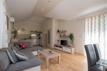 Kaštel, Wohnzimmer in folgender Unterkunftsart house, Klimaanlage vorhanden, Haustiere erlaubt und WiFi.
