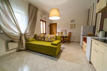 Labin, Dnevni boravak u smještaju tipa apartment, dostupna klima i WiFi.