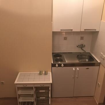 Ljubač, Kitchen in the studio-apartment, (pet friendly) and WiFi.