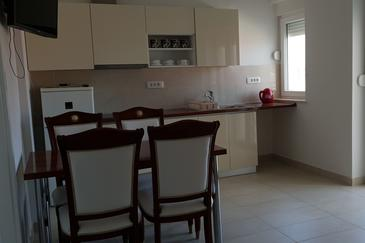 Bilo, Jídelna v ubytování typu apartment, s klimatizací, domácí mazlíčci povoleni a WiFi.