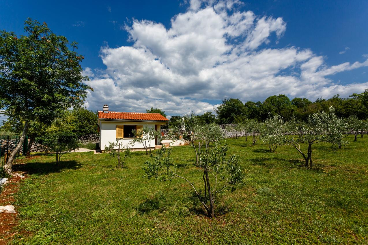 Ferienhaus Haus im Ort Milovii (Krk), Kapazität2+0 (2367925), Milohnici, Insel Krk, Kvarner, Kroatien, Bild 1