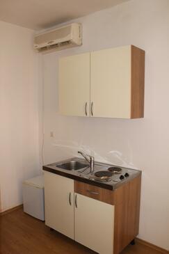 Trilj, Kuchyně v ubytování typu studio-apartment, domácí mazlíčci povoleni a WiFi.