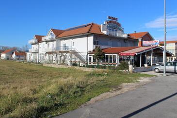 Trilj, Zagora, Imobil 14609 - Apartamente și camere cu plajă cu pietriș.