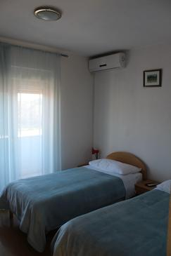 Trilj, Slaapkamer in the room, air condition available, (pet friendly) en WiFi.