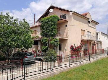 Pirovac, Šibenik, Hébergement 14637 - Appartement avec une plage de galets.