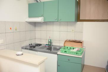 Lumbarda, Kitchen in the studio-apartment, (pet friendly) and WiFi.