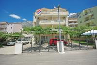 Apartments with a parking space Makarska - 14667