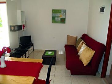 Preko, Obývacia izba v ubytovacej jednotke apartment, dostupna klima, dopusteni kucni ljubimci i WIFI.