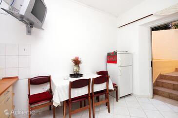 Brna, Jídelna 1 v ubytování typu apartment.
