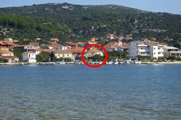 Vinišće, Trogir, Объект 14704 - Дом для отдыха вблизи моря с галечным пляжем.