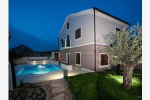 Дом для отдыха с бассейном Преко - Preko (Угльян - Ugljan) - 14707