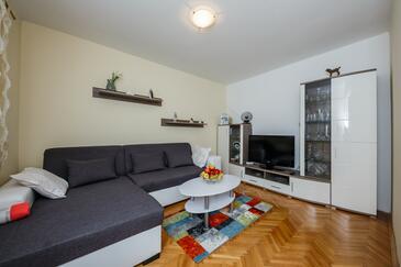 Kaštel Štafilić, Sala de estar in the apartment, WiFi.