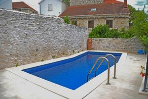 Family friendly apartments with a swimming pool Sutivan (Brač) - 14737