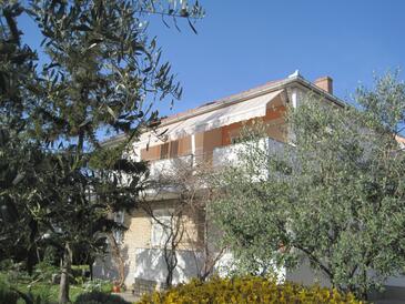 Zadar - Diklo, Zadar, Objekt 14750 - Apartmaji s prodnato plažo.