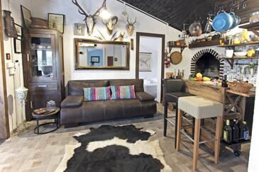 Posedarje, Obývací pokoj v ubytování typu house, dopusteni kucni ljubimci i WIFI.