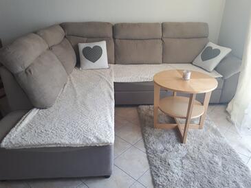 Kampor, Obývacia izba v ubytovacej jednotke apartment, klimatizácia k dispozícii a WiFi.
