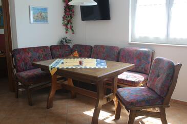 Rab, Obývací pokoj v ubytování typu apartment, s klimatizací, domácí mazlíčci povoleni a WiFi.