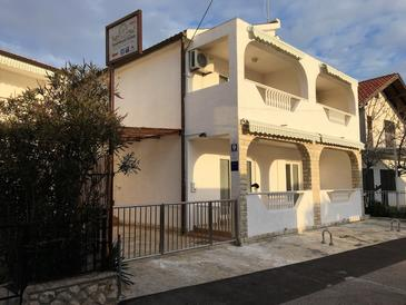 Vodice, Vodice, Property 14798 - Apartments with pebble beach.