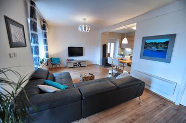 Hreljin, Obývací pokoj v ubytování typu house, dostupna klima, dopusteni kucni ljubimci i WIFI.