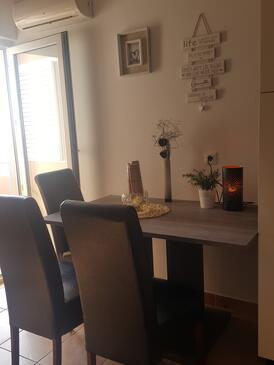 Privlaka, Столовая в размещении типа studio-apartment, доступный кондиционер и WiFi.
