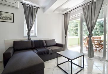 Sveti Filip i Jakov, Living room in the apartment, air condition available and WiFi.