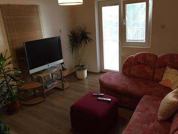 Pirovac, Pokój dzienny w zakwaterowaniu typu apartment, zwierzęta domowe są dozwolone i WiFi.