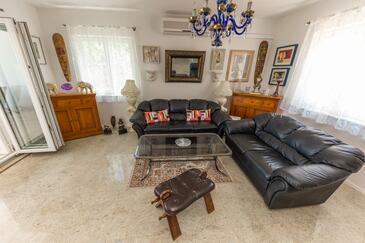 Arbanija, Гостиная в размещении типа apartment, доступный кондиционер и WiFi.