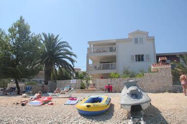 Arbanija, Čiovo, Objekt 14825 - Apartmani blizu mora sa šljunčanom plažom.