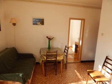 Stari Grad, Dining room in the apartment, air condition available, (pet friendly) and WiFi.